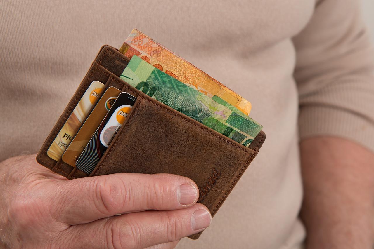 Czy można płacić kartą i dopłacić gotówką?
