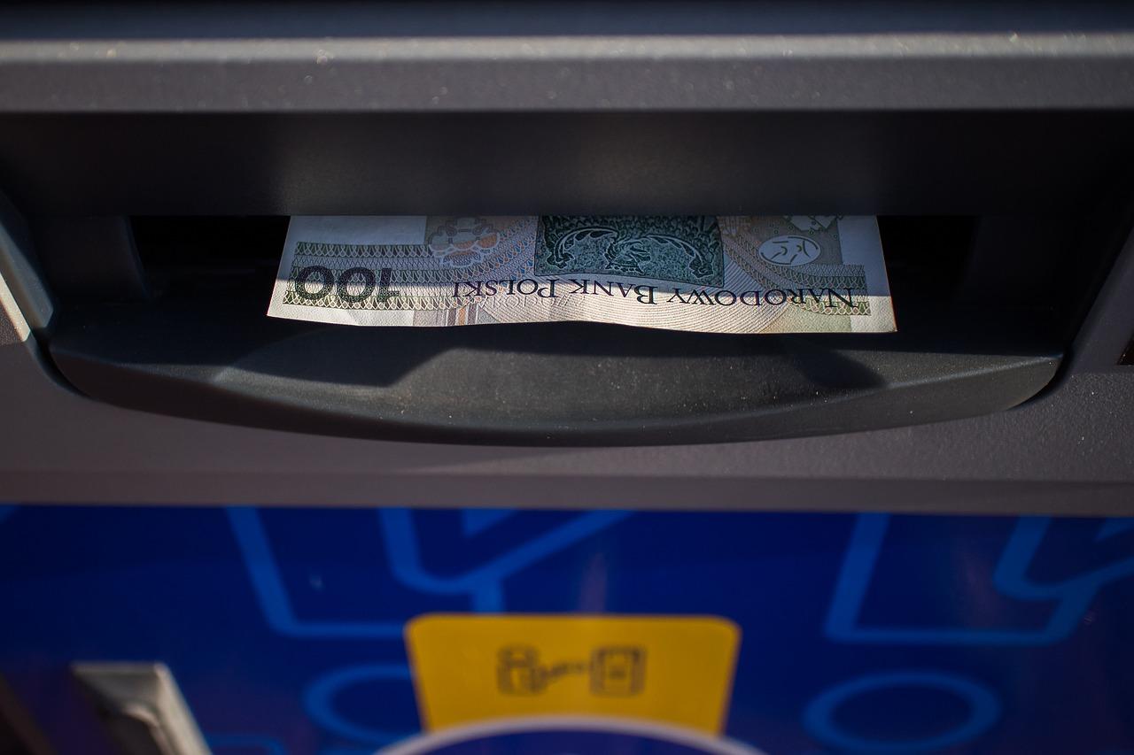 Uwaga na niektóre bankomaty!